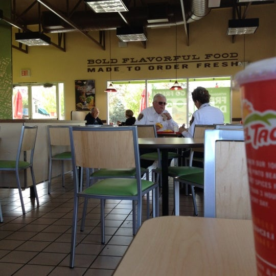 Del taco dining room hours