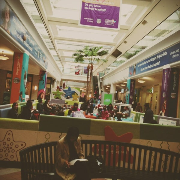 Photo Taken At Westfield Fashion Square By Oldladyman T On 1 7 2017