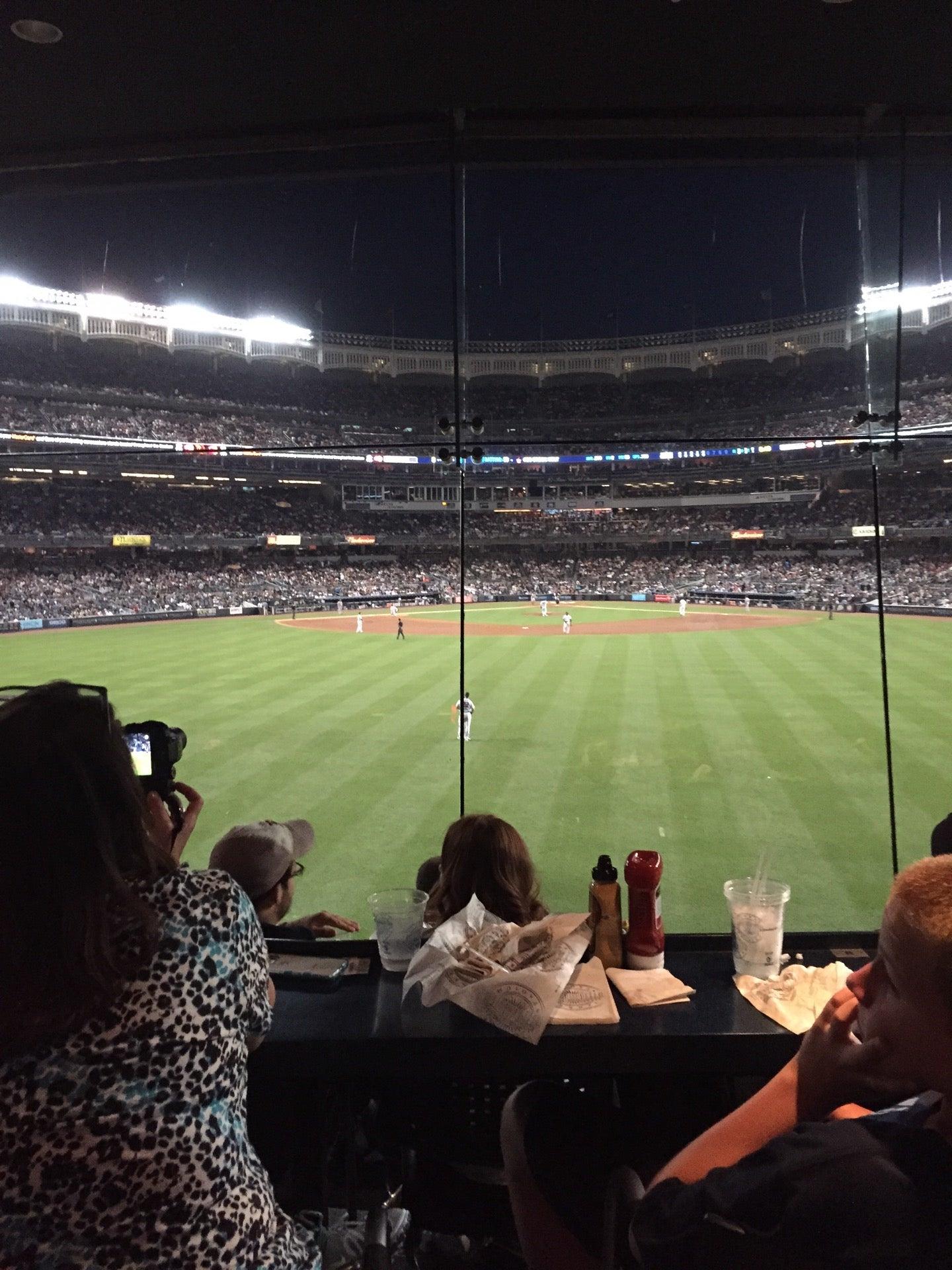 Mohegan Sun Sports Bar at Yankee Stadium (Center Field) Bronx, NY ...