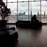 Petit coin sympa, Terminal 2, pendant l'attente d'enregistrement... Chaises confortable, vue agréable. Manque de connexion Wi-Fi à cet endroit...