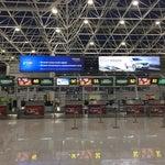 Отличный международный аэропорт. Осталось лишь разогнать назойливых таксистов)