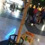 Free wifi em todo o aeroporto, cadeiras de balanço, não fica cheio o tempo todo e funcionários simpáticos. Dá até tristeza de ter que ir pro Galeão agora...
