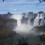 Una visita turistica obligada en Argentina. Recomiendo ir por todas las caminerias y el barco dentro de las cataratas. Cuidado con los coatí
