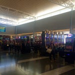 This is where you start gambling when you're in Vegas :)) cool airport, full of slot machines 🎰🎰🎰