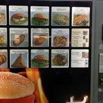 В зале вылета стоит уникальный торговый автомат. В ассортименте сосиски, плов и шаверма. Даже пытается разогревать на выдаче. Цены очень доступные. Мой товарищ съел пару блюд и не умер. Пока. :)