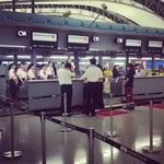 Disiplinli , duzenli çalışanları olan bir hava limani tam check in saattinde basladilar