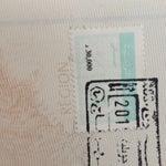 Attention tous les étrangers doivent d'abord acheter un timbre de sortie avant d'entrer en zone de douanes. Vous pouvez les acheter pour 30dt aux guichets des banques à l'étage des départs.