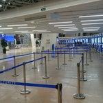 Огромный и просторный аэропорт Минск-2 в 4 часа утра тих, чист и пуст, но всё нужное работает. Далековато от города, конечно :(