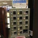 17番ゲート近くにケータイ無料充電コーナーがあるけどiPhone 5用は1つで使用中やった(´Д` )