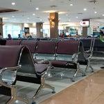 Waiting room Adisumarmo Airport. Meluncur Jakarta. Acara Laughshow Kuprit sore nanti di Serpong