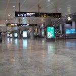 Mi primera vez aqui, la verdad no comprendo la dimensión del aeropuerto, es gigante, sobre dimensionado para el trafico aéreo que tiene Alicante, una pena que se use en esto los recursos públicos.