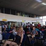 Аэропорт очень маленький. По приезду весь ваш самолет будет встречать один таможенник, который работает по-гречески неспешно. На вылете тоже скопления людей. Тяжеловато.