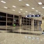 Amplo, Limpo, aconchegante!! Pena que não tem tantos voos ao Brasil ao longo da noite!!!