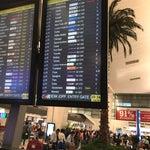 Avec une réservation électronique en français c'est un peu compliqué pour rentrer dans l'aéroport : filtrage un peu tatillon (sans le billet papier ou la carte d'embarquement imprimée on ne passe pas)