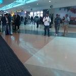 Grande fluxo de passageiros em conexões! Mas belo aeroporto!