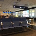 O bom desse aeroporto é que é dentro de buenos ayres... Com um frete shop bom para comprar o básico! Sala de embarque espacosa... O Wi-Fi é ótimo
