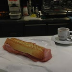 Have a coffee and panini at the Tentazioni Café just after the arrival doors. Delicious 😜