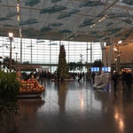 Great airport! TSA moves fast, beautiful food court with lots of options. The architecture is modern and very clean.