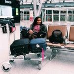 uma coisa importante sobre o aeroporto é que o uso de wi fi é gratutito sem necessidade de cadastro,poltronas confortavéis,várias lojas e bom atendimento.https://www.instagram.com/anamerari/