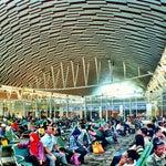 The best airport in Indonesia. Gini dong kl bikin bandara, membanggakan gak bikin malu kalau dikunjungi turis asing.