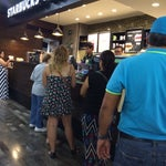 Starbucks en sala de ultima espera terminal A. Conveniente.