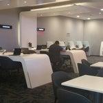 Sala avianca vip. .un lugar tranquilo y exclusivo,  puedes trabajar desde aquí ya que cuentas con una rápida conexión wifi.