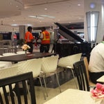 Live piano music on the food court. Made wait time go by fast.
