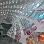 初 深セン空港  面白いデザインで すっごい広い  いや 広過ぎ(苦笑)2013年に新しくなったそうだ!