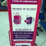 Ограничение в кабину - 10 кг!новшество для low cost: меньшие размеры разрешенной ручной клади! Даже за стандартный чемоданчик, нужно платить 10€ при web регистрации! Бесплатно только сумочка, рюкзак..
