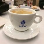 Un buen café para despertar y un jugo de tomate con limón en el salón centurión de American Express