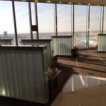 صالة الفرسان الدولية في مطار الملك فهد الدولي جدا مميزة ولديهم ترفية للاطفال
