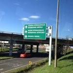 Especifican mediante rótulos las salidas y entradas al aeropuerto