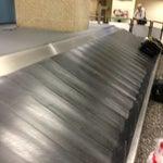 Il primo bagaglio sempre dopo 14 minuti, il secondo dopo 24: prima mandavano una scatola di cartone per muletto adesso i bagagli vecchi di nessuno. Statistiche di riconsegna distorte....
