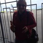 Это, наверное, единственный аэропорт в мире, где после прохождения досмотра можно выпить пива и покурить на взлетном поле. Легально!