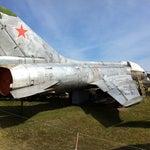 Справа от аэропорта есть музей военной авиации.