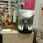 На терминале D3 после паспортного контроля есть маленький магазин.Так же можно выпить кофе