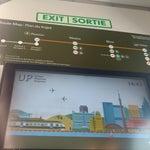 Si estás en la terminal 1 y quieres ir a Downton, sigue todos los señalamientos que digan train te llevarán al UP que cuesta 12CAD por adulto. Si llegaste a la T3, muévete x el tren gratuito a la T1