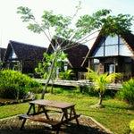 Tiba di Pontianak, Bandara Supadio, harus singgah / menginap di Gardenia Resort and Spa Pontianak. Hanya 5 menit dr airport di sebelah kanan jalan ke arah kota. The best resort in town