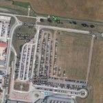 Věřil jsem, že letiště bude stejným uzlem jako ve dvacátém druhém století. Chyba lávky. Zatím k němu nevede rychlodráha a místní musí přes půl megapole. Čtvrtá část deníku je za obřím bulletinem.