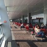 Очень красивый, спокойный и ухоженный аэропорт. Не хватает только хорошего кафе. Вай фай бесплатный