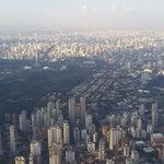 Pide un asiento de ventana del lado derecho para que puedas admirar la belleza de São Paulo
