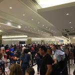 Los domingos el aeropuerto colapsa! Migraciones y recojo de equipaje están demasiado cerca para tantos vuelos. Es caótico.