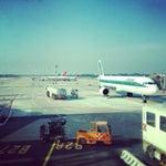 Piccolo e in città. Voli nazionali e internazionali. Un bel ambiente. Questo è l'aeroporto di Milano!