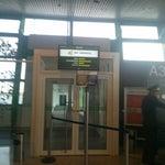 Впервые попала в аэропорт, где на регистрации взвешивают ручную кладь(!!!), а на паспортном контроле держат 10 минут, доставая вопросами. При этом на табло даже не все рейсы показаны. Жесть!!!