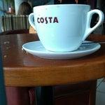 В ожидании рейса на Москву коротаю время за чашечкой кофе