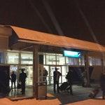 Нормальный аэропорт по российским меркам, но расположен далеко от Красноярска, так что если прилетаете в ночь - позаботьтесь о такси заранее!
