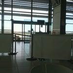 Piccolo, pulito, ordinato. Ci si puó permettere di arrivare anche senza i grandi anticipi necessari per gli aeroporti più grandi.