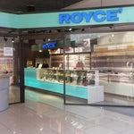 Уютно и функционально) есть отделение Сбербанка, множество банкоматов и уголок с  Nama Royce!))