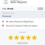 Kalau cari taxi Jangan ambil di dalam airport, grab yang lebih baik, hari tu i sambai ke Jakarta airport saya ambil sewer kereta dalam airport adalah RP350k, bila saya balik ke airport adalah RP 95 k