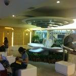 Un aeropuerto con jardín interno y lugar para hacer oración 🙏
